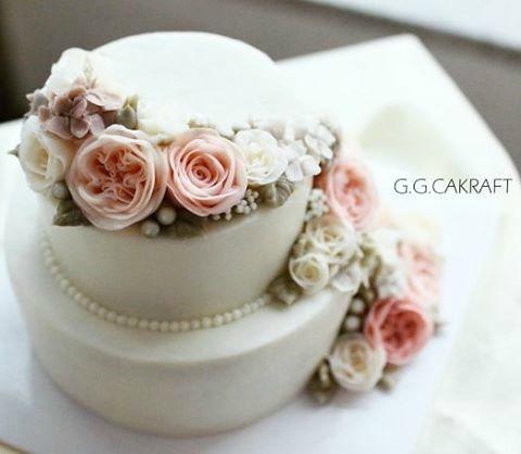 Cake Decorating Shiny Icing : Glossy Korean Buttercream (Video Tutorial & Recipe ...